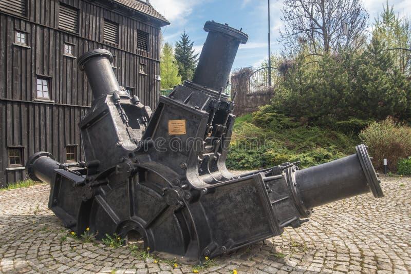Réduisez en pulpe la broyeur près du moulin à papier dans Duszniki Zdroj en Pologne photographie stock libre de droits