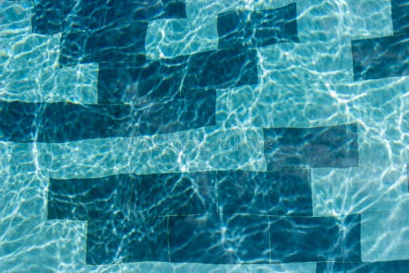 Réflexion abstraite de l'eau et du soleil de piscine d'ondulation images libres de droits