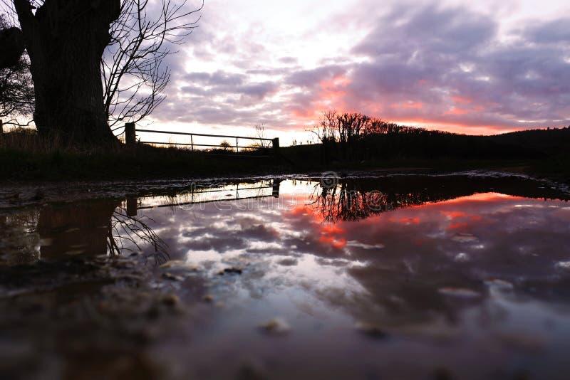 Réflexion après tempête Imogen - coucher du soleil image libre de droits
