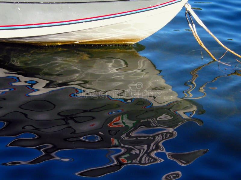 Download Réflexion brouillée image stock. Image du bateaux, réflexion - 66439