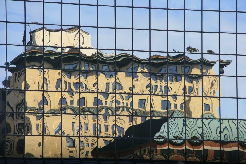 Réflexion de bâtiment photographie stock libre de droits