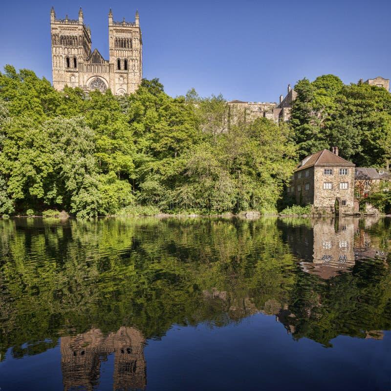 Réflexion de cathédrale de Durham photo stock