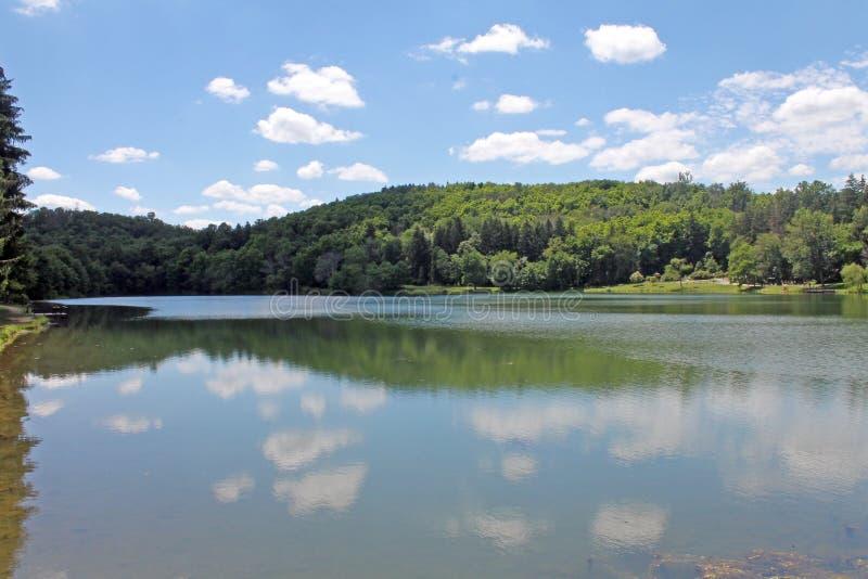 Réflexion de ciel dans le lac pennsylvania photo libre de droits