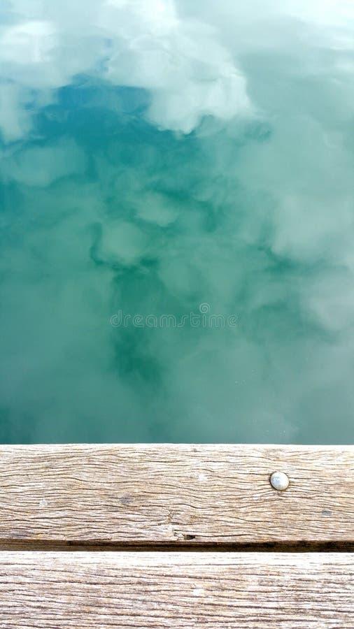 Réflexion de ciel sur l'eau photos libres de droits