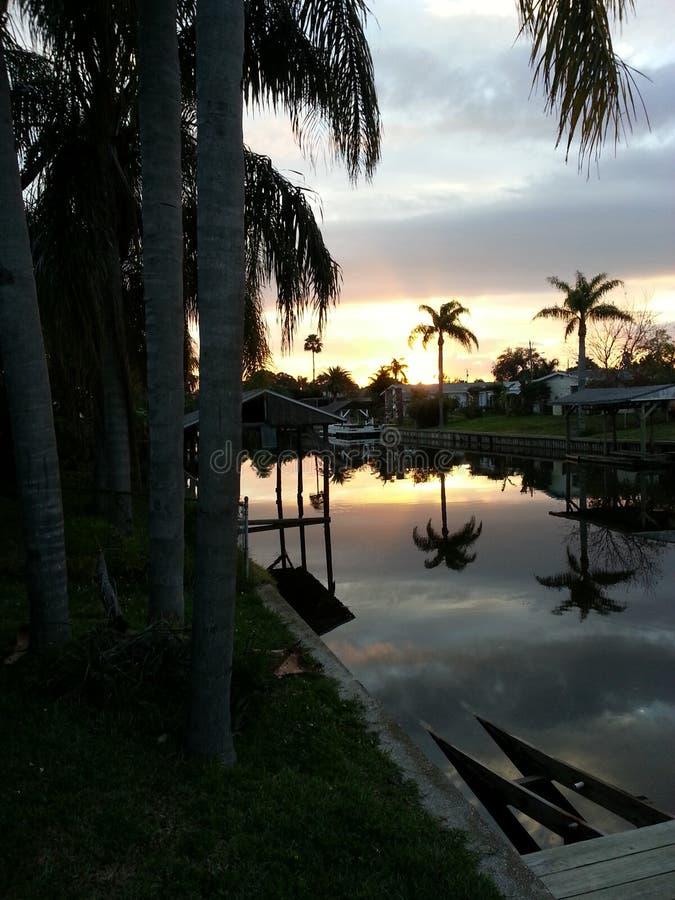 Réflexion de coucher du soleil photographie stock libre de droits