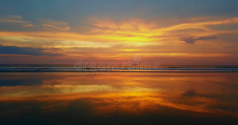 Réflexion de coucher du soleil photographie stock