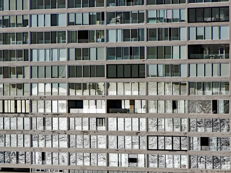Réflexion de fenêtre, immeuble moderne images libres de droits