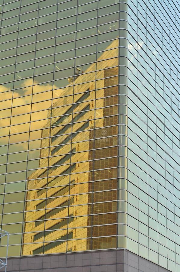 Réflexion de gratte-ciel images stock