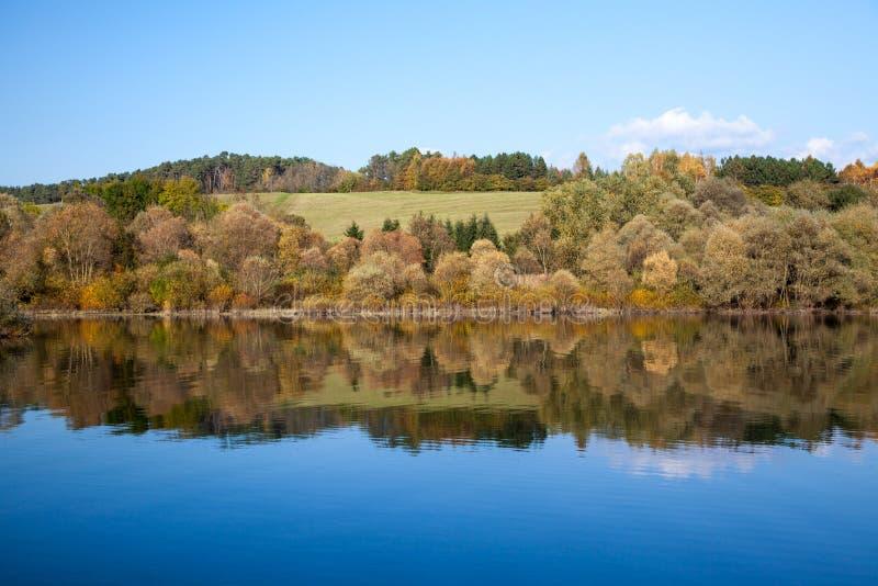 Réflexion de l'eau - lac Liptovska Mara, Slovaquie images stock