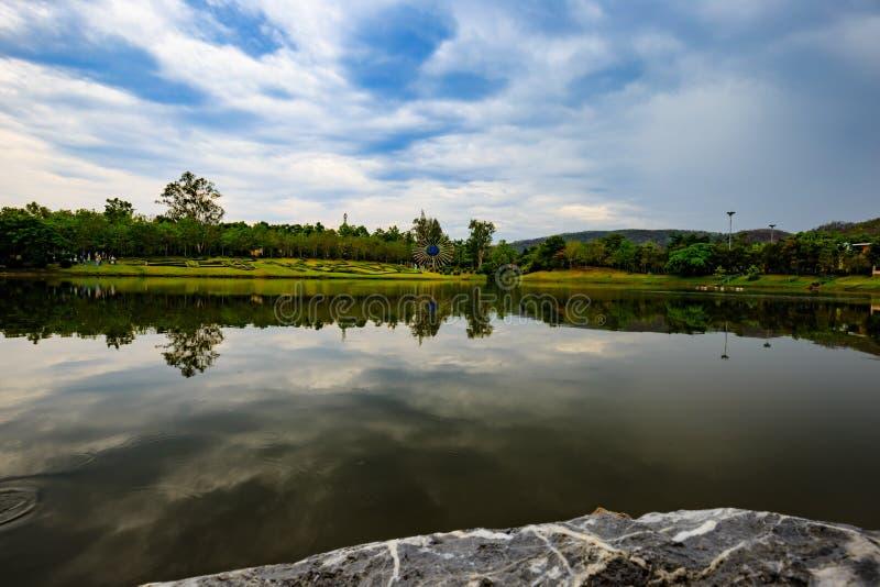Réflexion de lac thailand images libres de droits