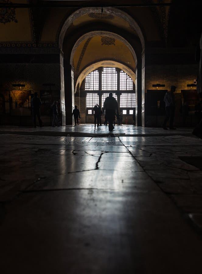 Réflexion de lumière de la fenêtre du plancher dans le temple d'Aya Sofia à Istanbul, Turquie image libre de droits