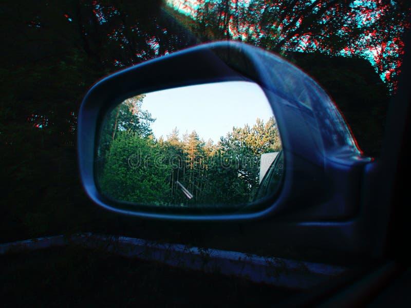 Réflexion de miroir d'une entrée de ferme photos libres de droits