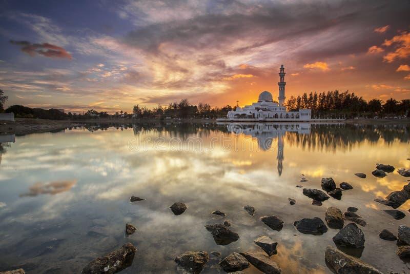 Réflexion de mosquée photo libre de droits