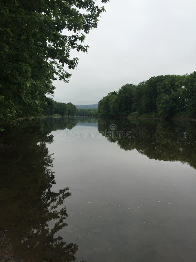 Réflexion de rivière photographie stock