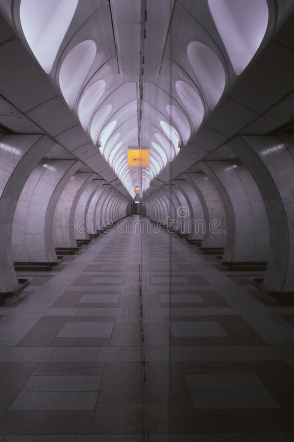 Réflexion de station de métro photographie stock