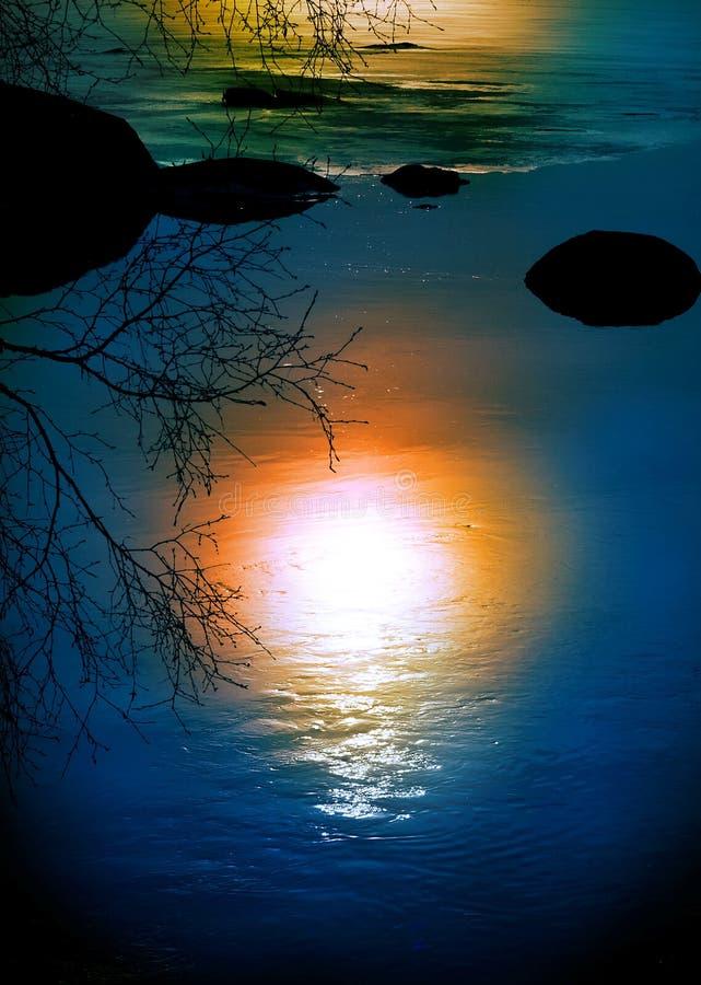Réflexion de Sun dans l'eau images libres de droits