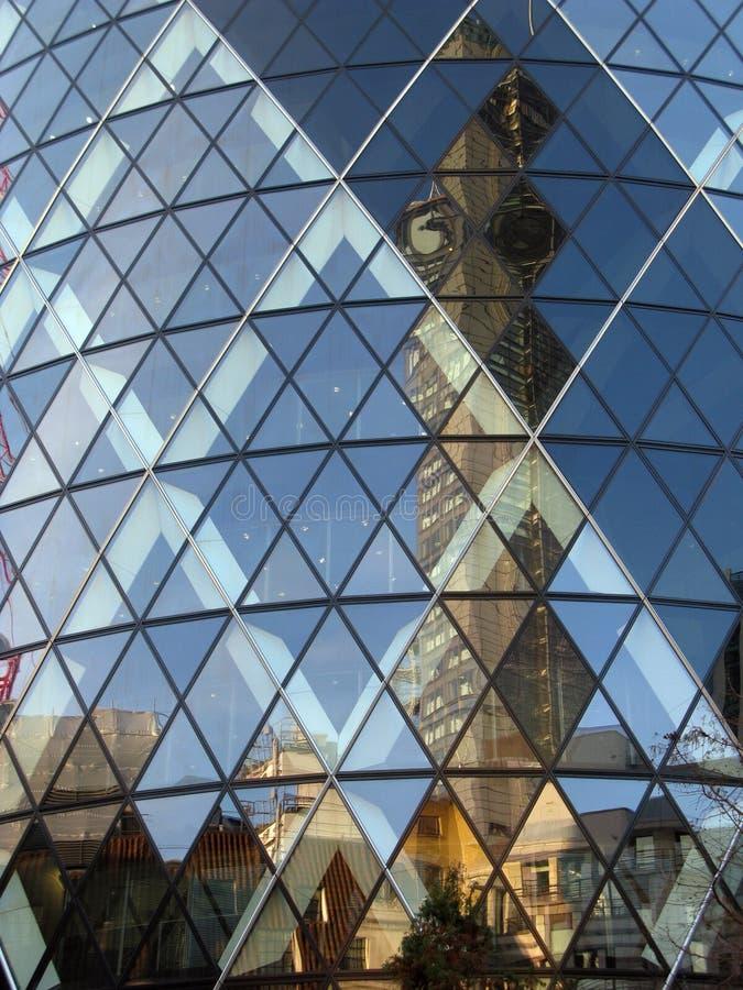 Réflexion de verre de bâtiment à Londres photo stock
