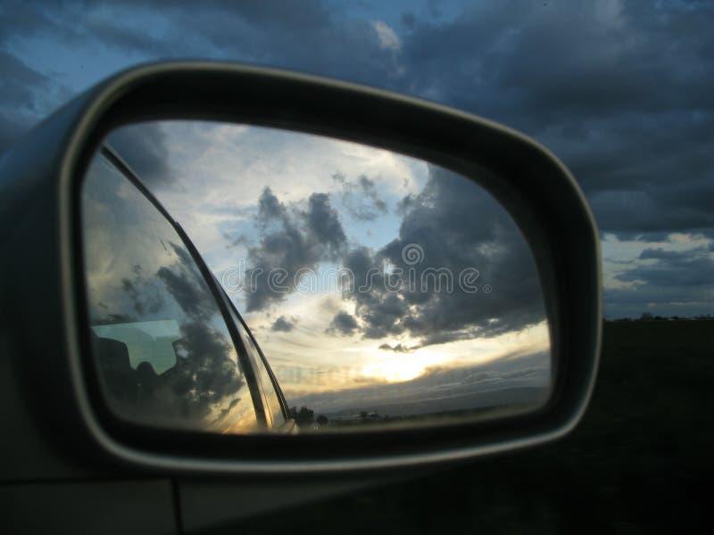 Réflexion de voyage par la route photographie stock