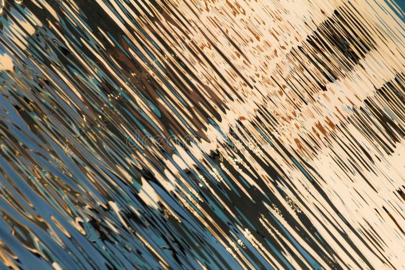 Réflexion des fenêtres dans les eaux du lac photos libres de droits