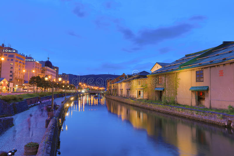 Réflexion du vieil entrepôt le long du canal d'Otaru, photo stock