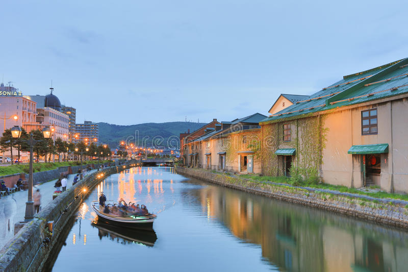 Réflexion du vieil entrepôt le long du canal d'Otaru, images stock