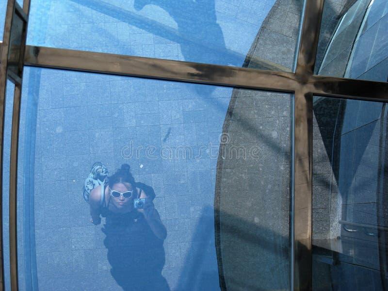 Réflexion en verre bleu image libre de droits
