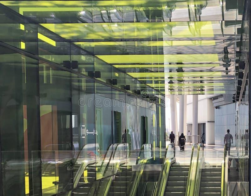 Réflexion jaune en verre Dubaï EAU photographie stock libre de droits