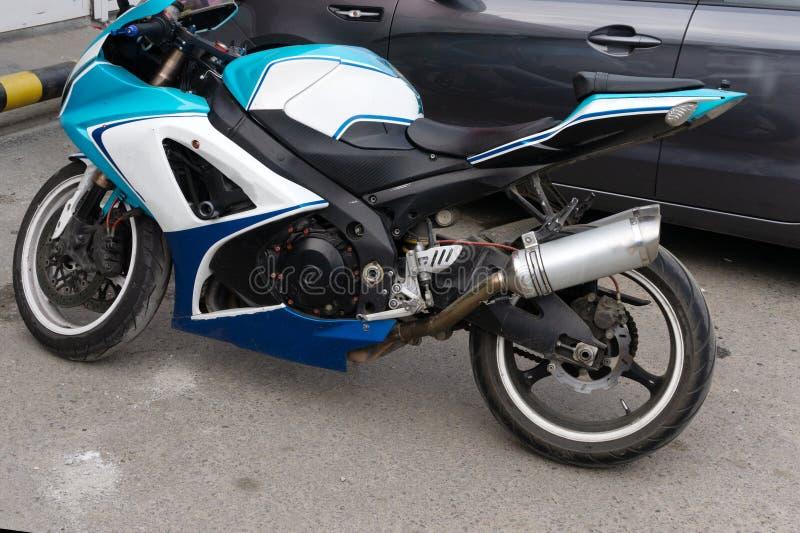 Réflexion métallique de puissance de tuyau de détail de moto de cru image stock