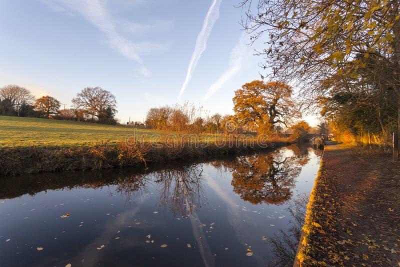 Réflexions d'automne de canal de Llangollen image stock