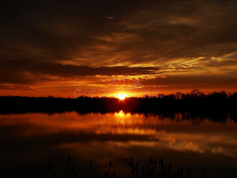 Réflexions d'or de lever de soleil image stock