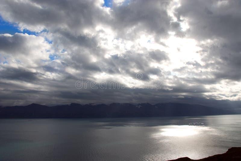 Réflexions de l'Islande en fonction photo stock