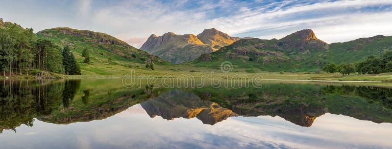 Réflexions de lac mountain photos stock