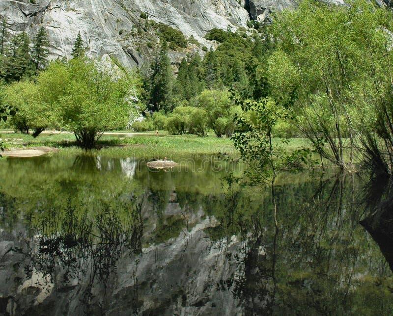 réflexions de miroir de lac yosemite image stock