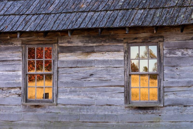 Réflexions de nature, carlingue rustique, Kentucky photographie stock