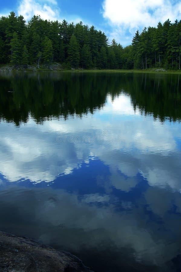 Réflexions de nuage photo stock