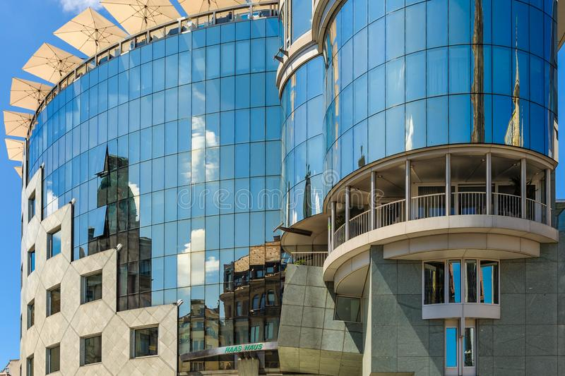 Réflexions en Haas Haus, Stephansplatz, Vienne, Autriche photographie stock libre de droits