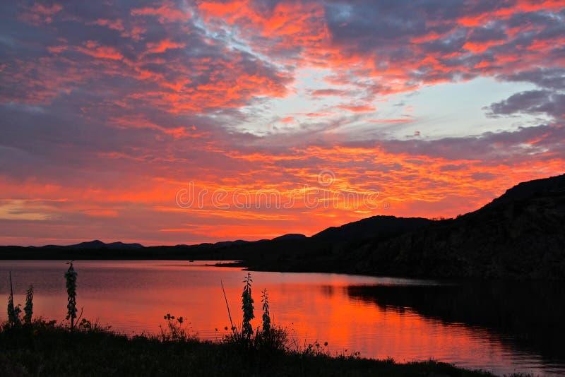 Réflexions rouges de ciel photo libre de droits