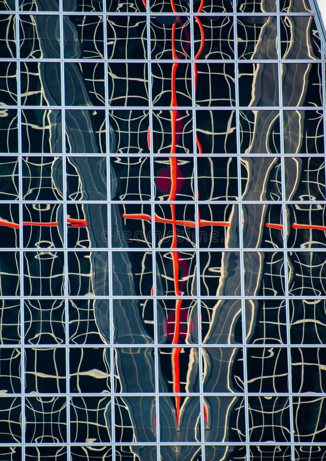 Réflexions urbaines dans les bâtiments Images abstraites en déformant le mirrorsabstra images stock