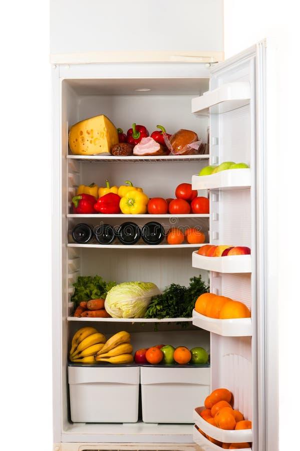 Réfrigérateur complètement de nourriture photographie stock