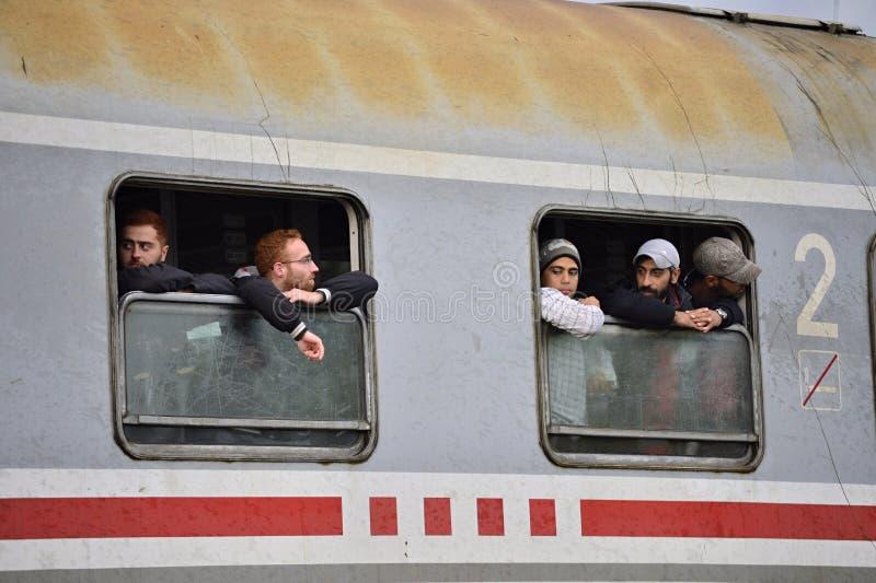 réfugiés quittant la Hongrie image libre de droits