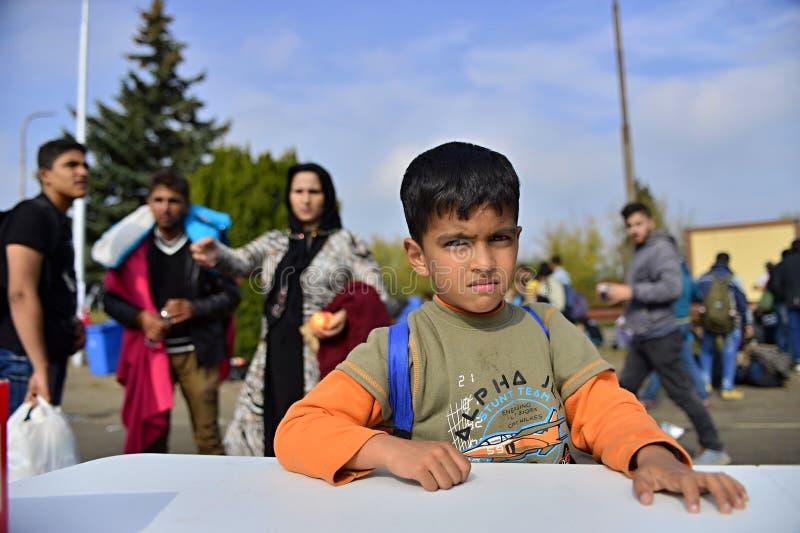 réfugiés quittant la Hongrie images stock