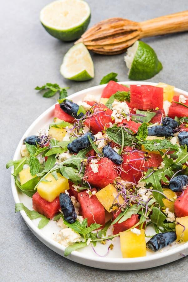 Régime alimentaire sain,Salade de pastèque fraîche d'été avec fromage Feta,cousine grecque image stock