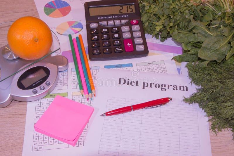 Régime de cholestérol et concept nutritionnel de consommation saine de nourriture avec les fruits propres images libres de droits