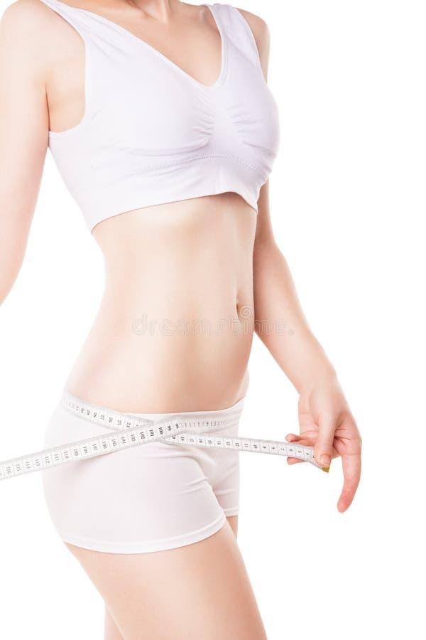 Régime de la hanche de mesure de femme avec la bande images libres de droits