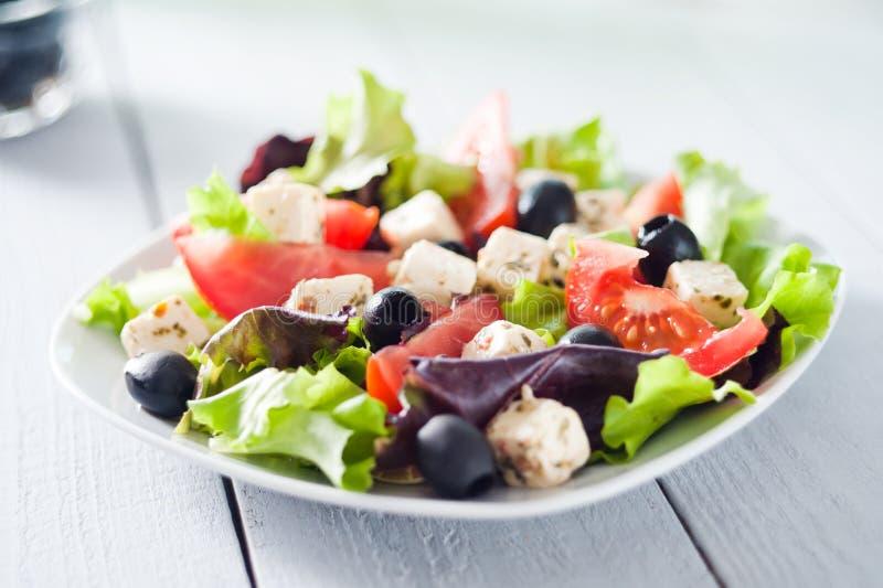 Régime et salade méditerranéenne saine image stock