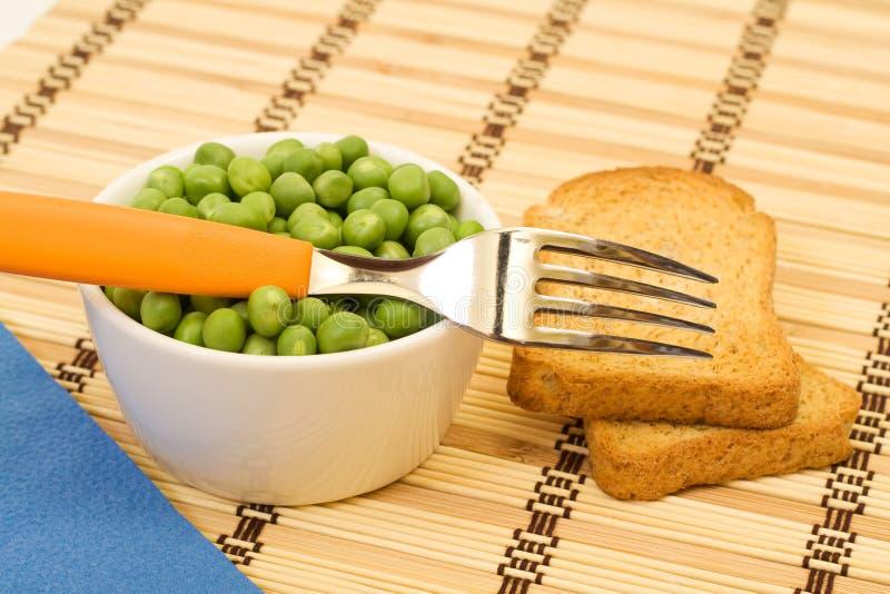 Régime spartiate - becs d'ancre dans une cuvette et un pain grillé photo stock