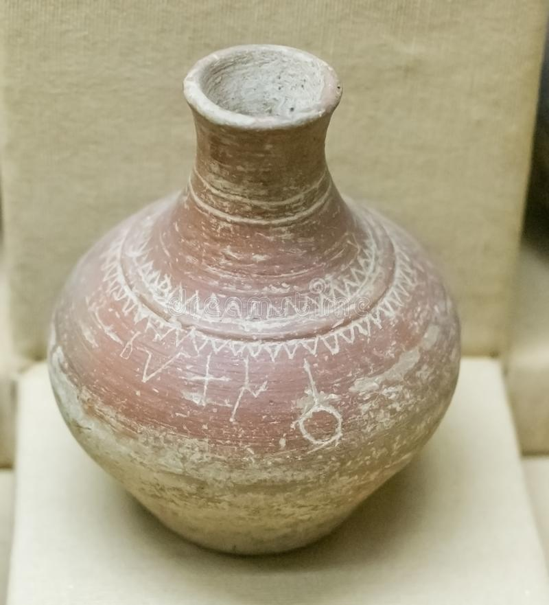 Région antique de l'Inde Nimar de poterie inscrite photos stock