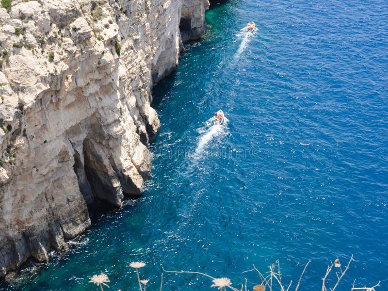 Région bleue de grotte dans Gozo, Malte photos stock