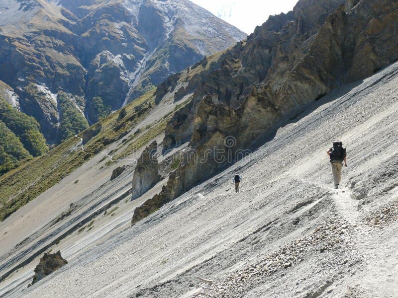Région d'éboulement, roches érodées - manière au camp de base de Tilicho, Népal images libres de droits