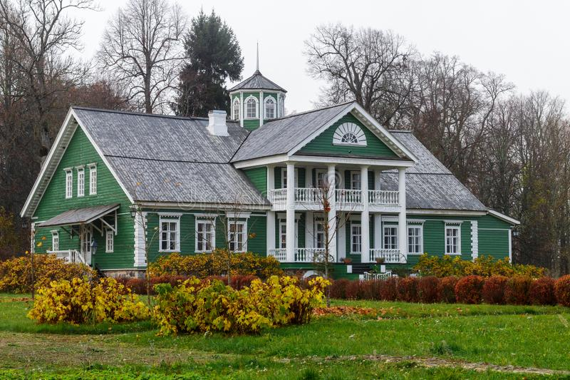 RÉGION DE PSKOV, RUSSIE - 20 OCTOBRE 2018 : La vieille maison de P a images stock